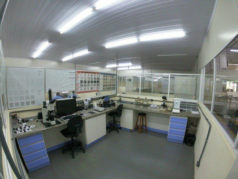 Laboratório de ensaio de metalografia